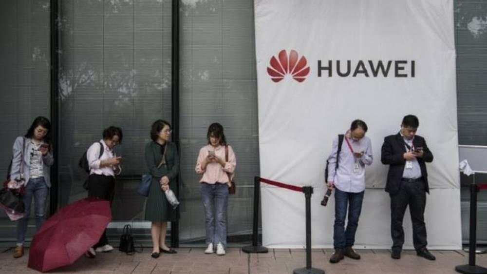 Google, Huawei'nin Android kullanmasını engelledi.